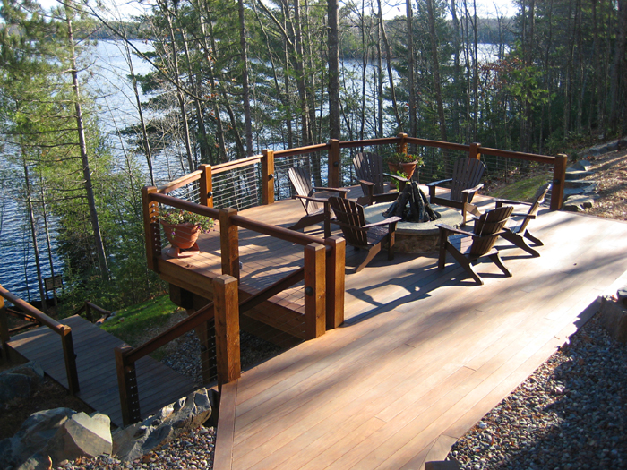 Outdoor Entertaining with Cable Railing